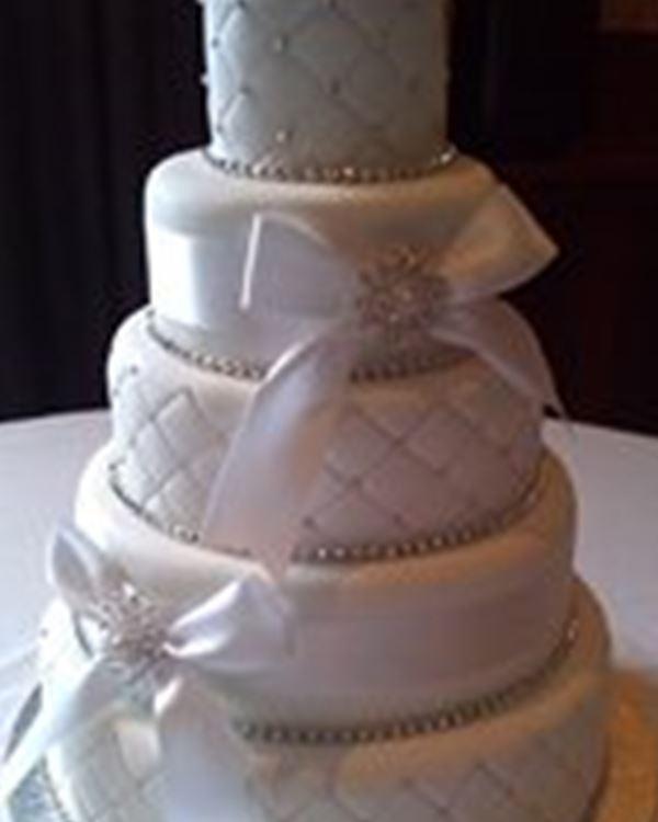 Fis fancies wedding cakes peterhead easy weddings wedding cakes fis fancies junglespirit Images